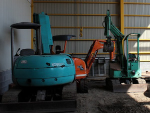 倉庫に保管 建設機械